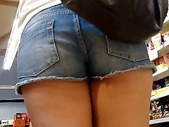 candid young teen ass with gap in short jeans!